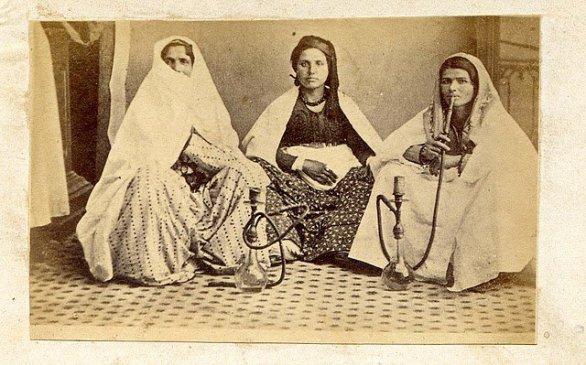July-2011-MADAME-FIGARO-ARABIA-Marriam-Mossalli