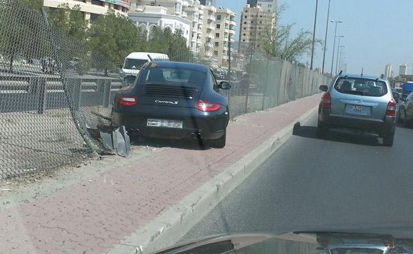 porsche-accident-faheel-street-2