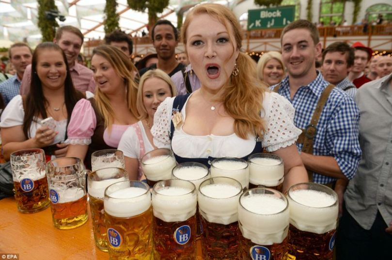 mail-online-german-women-in-oktoberfest-2016